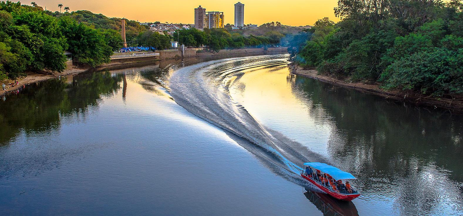 Passeio de barco em Piracicaba | Portal Serra do Itaquerí