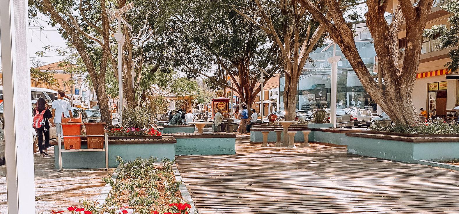 Praça dos Rouxinóis Fontes Luminosas em Águas de São Pedro | Portal Serra do Itaquerí
